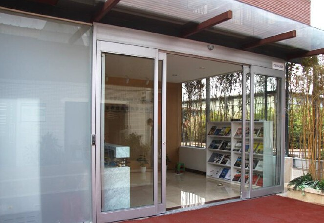 Emergency breakout automatic sliding doors manufacturers for Sliding door manufacturers