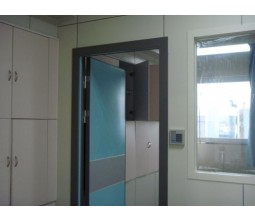 Flush type hospital room doors